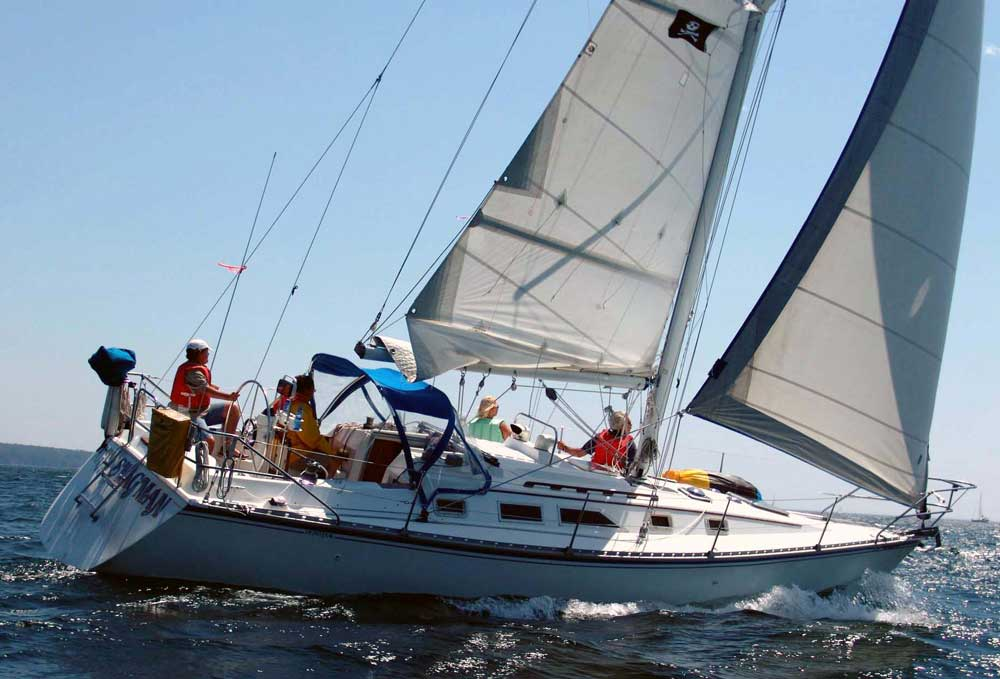 Hunter 34, Jolly Swagman. Sailing the Sailfest race. Photo by Bill Hooper.